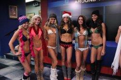 wgntv-2013-hooters-calendar-girls-bikini-fashi-042